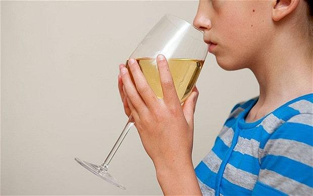 Детский алкоголизм: причины, симптомы, лечение